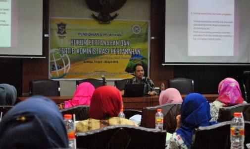 FH UNAIR-PEMKOT SURABAYA SELENGGARAKAN EDUCATION AND TERTIB ADMINISTRATION LANDING